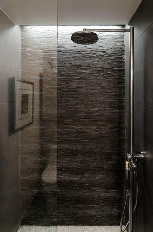 Naturstein In Der Dusche Dusche Beleuchtung Stein Badezimmer Kiesel Fliesen Dusche