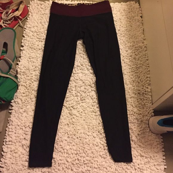 Victoria's Secret thick athletic leggings Size small, 10/10 condition only worn a few times, reversible maroon on one side leopard print on the other. Really nice leggings just a bit to snug on me. Feel free to make an offer PINK Victoria's Secret Pants Leggings
