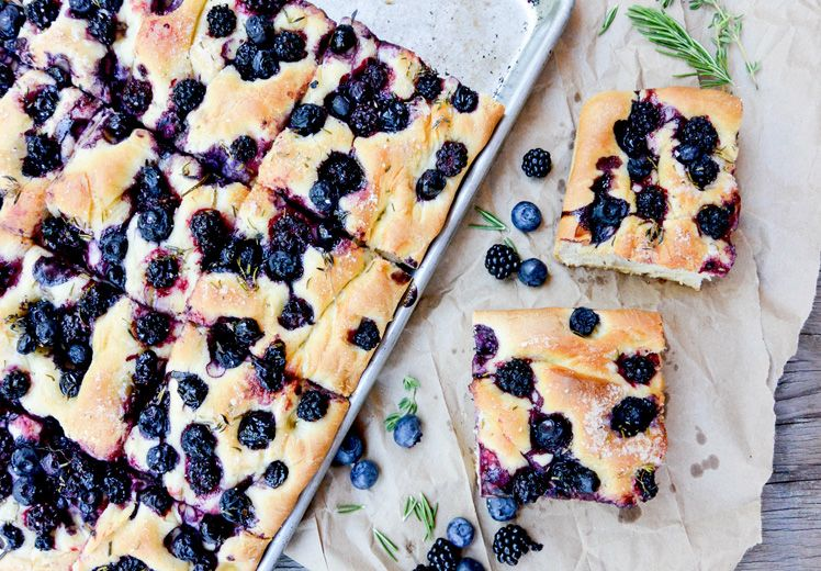 Blueberry-Blackberry Herb Focaccia via @floatingkitch ez #vegan w coconut mlk