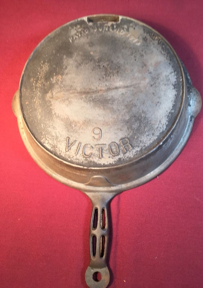 Victor No. 9 Cast Iron Frying Pan