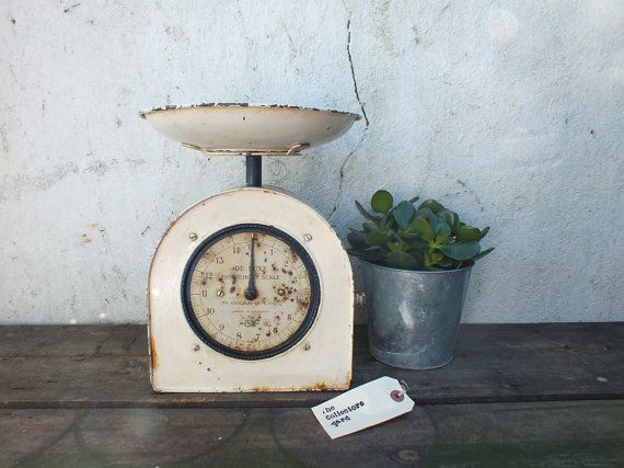 De Luxe Household scales by Salter. Made in by TheCollectorsYard