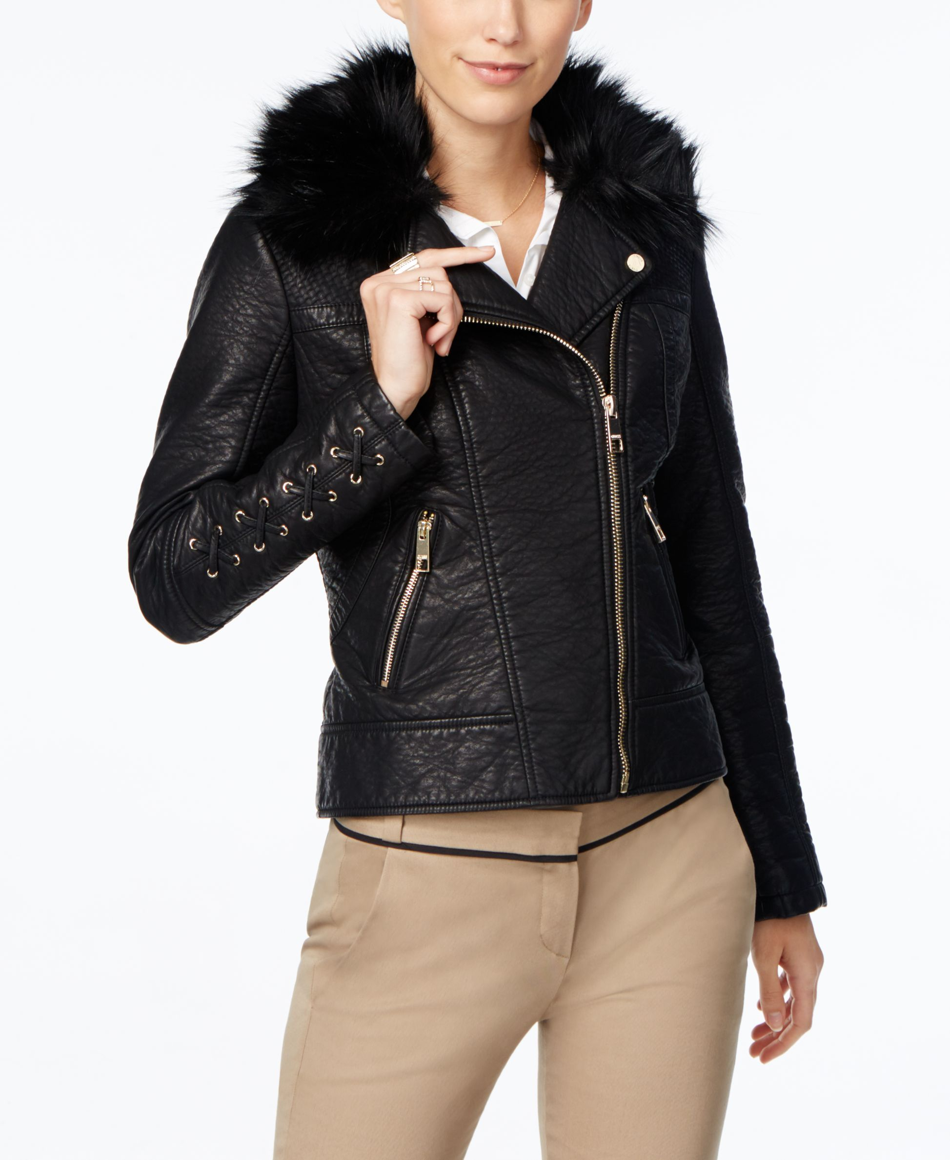 A fauxfur collar luxuriously completes the look of this