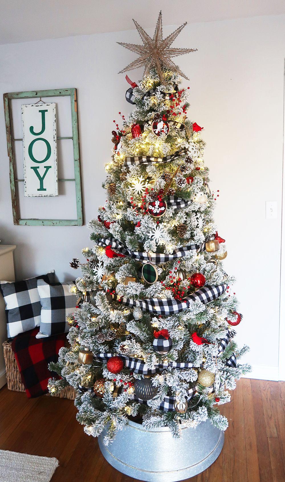 41+ Farmhouse flocked christmas tree inspirations