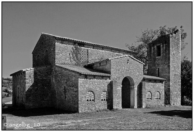 Iglesia de Santa María de Bendones (s. IX) | por angelbg