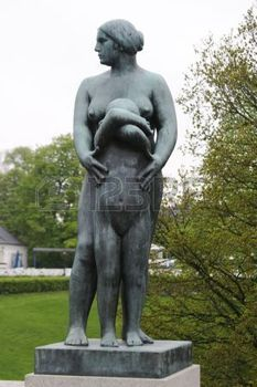 265702-sculpture-of-a-mother-standing-with-young-shy-daughter-at-vigeland-sculpture-park-oslo-norway--frogn.jpg (233×350)