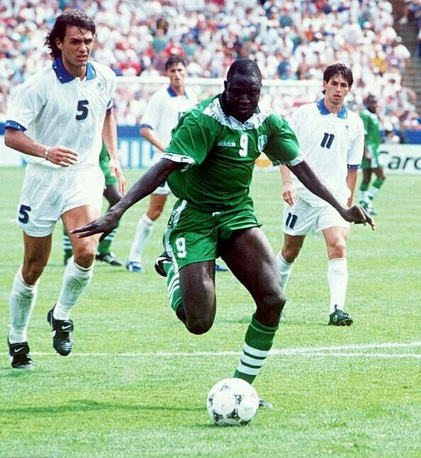 Italy 2 Nigeria 1 In 1994 In Boston Rashidi Yekini Almost Made It 2 0 As Italy Try To Keep In The Game In Round 2 At Rashidi Yekini World Cup World Cup Final