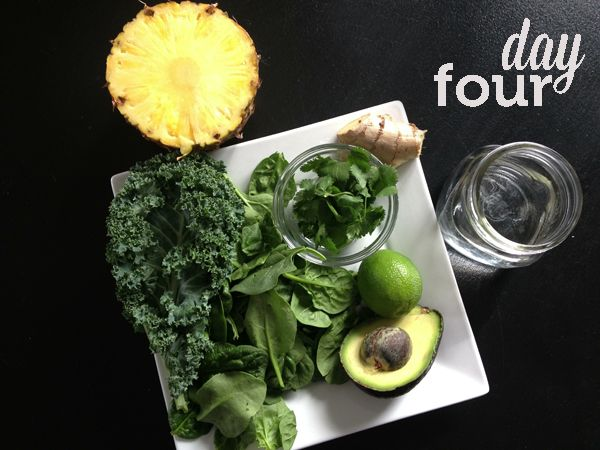 Delicious Detox Smoothie 3 4 C Water 1 2 Handfuls Of Greens Juice