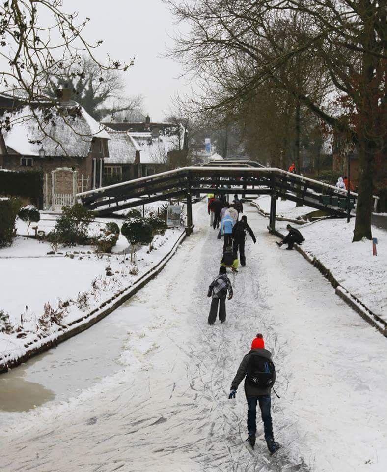 Winter In Giethoorn Village Netherlands Across The Pond In 2019