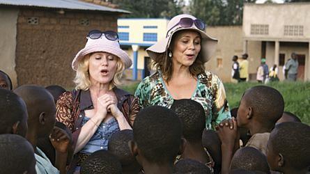 Revy-veninder laver sjov med sig selv i Afrika - Billed Bladet