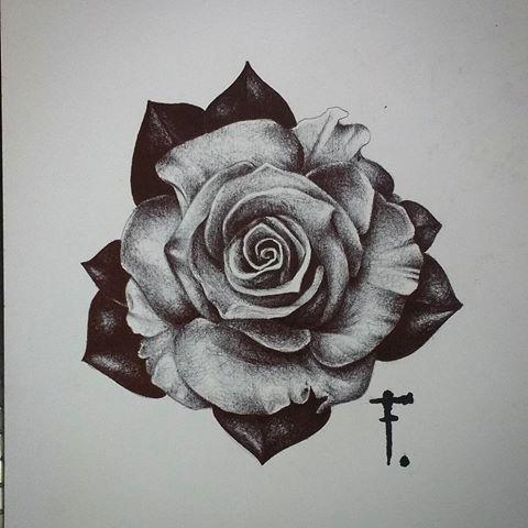 Черно-белое тату для девушек на боку Женская