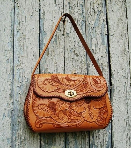 Rope This Vintage Hand Tooled Leather Purse.  8907e6b408010