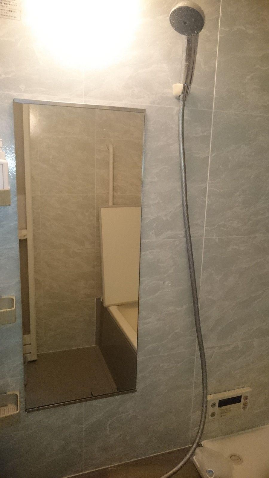 浴室鏡を新しいものに交換されました 浴室鏡は実は意外と簡単にセット