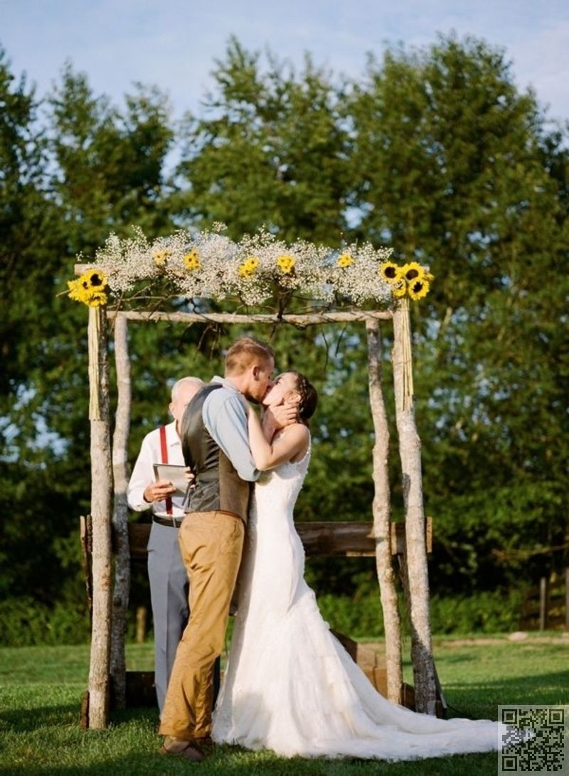 12 diy arbor with sunflowers and baby s breath 53 for Arbor wedding decoration ideas