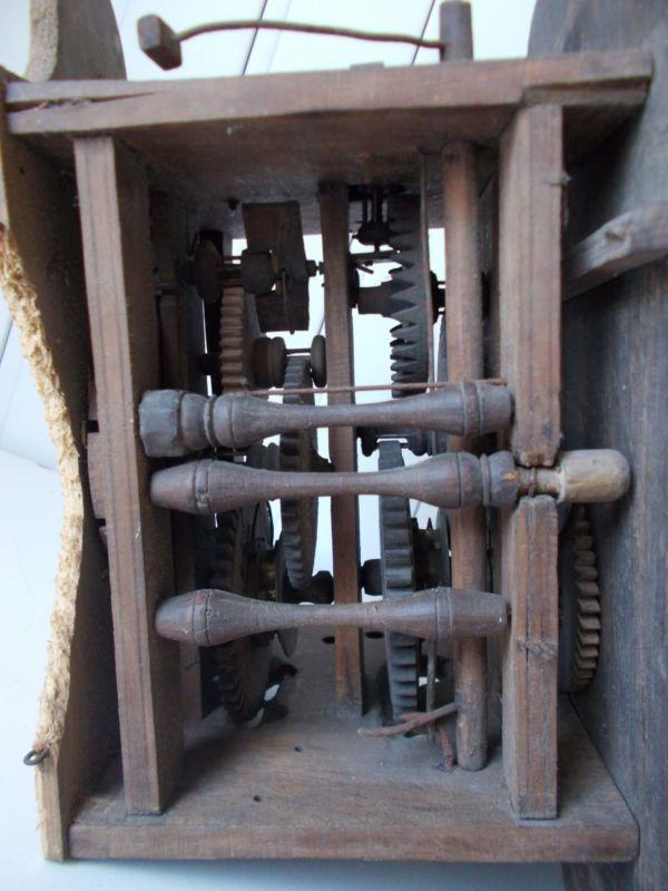 Uralte Lackschilduhr Wanduhr mit Holzuhrwerk 30x20x15cm Fundzustand