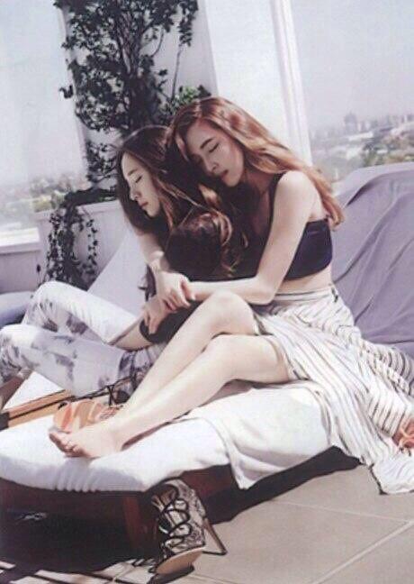 JESSICA JUNG #제시카 정 (Jung SooYeon #정수연) & KRYSTAL JUNG #크리스탈 정 (Jung SooJung #정수정)