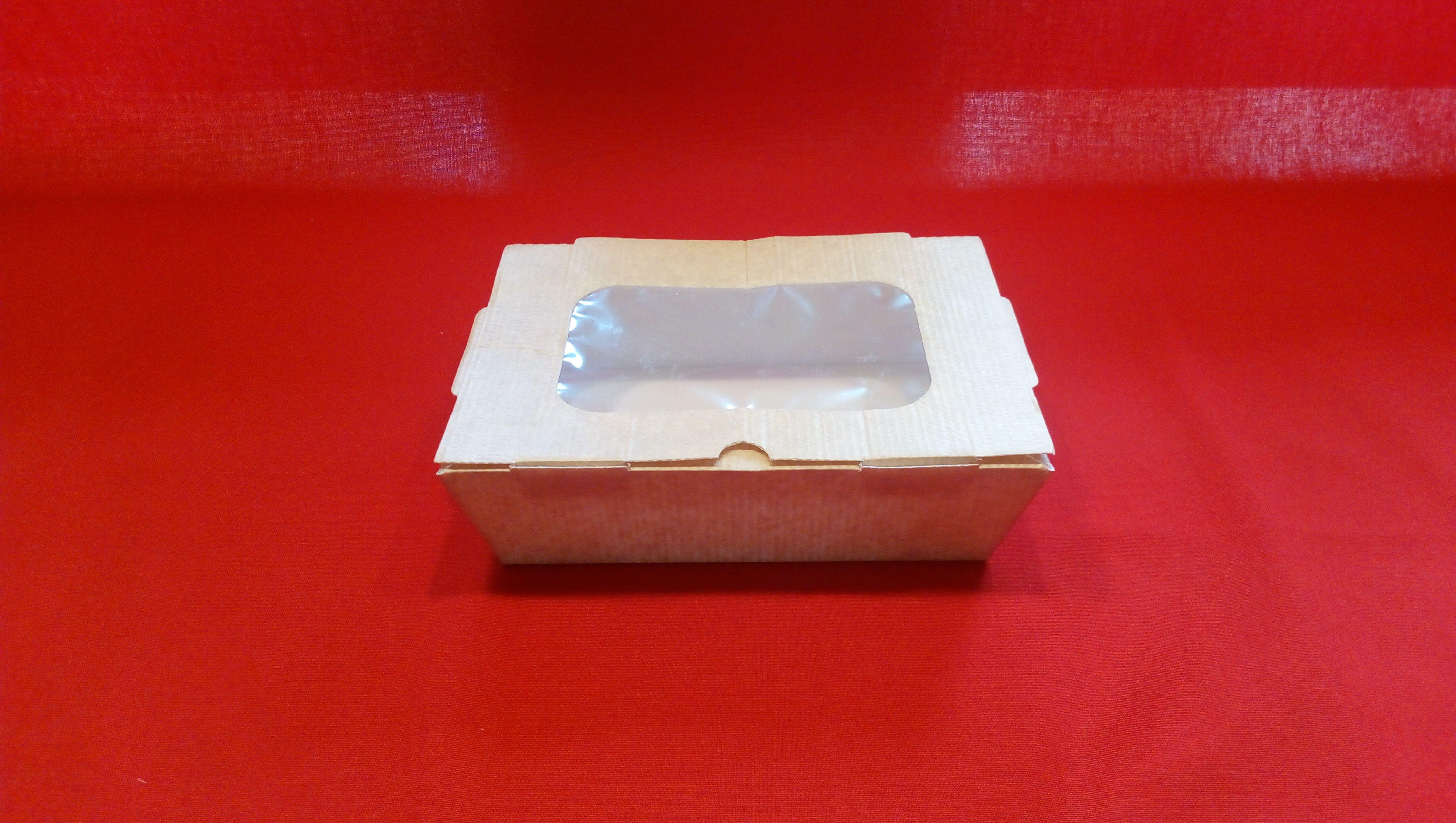 Papierová krabička s okienkom to go, take away, enjoy so sebou vhodná pre donášku. Krabička je vhodná pre každú tuhú potravu, zeleninový šalát, cestoviny. Z vnútornej strany potiahnutá fóliou.