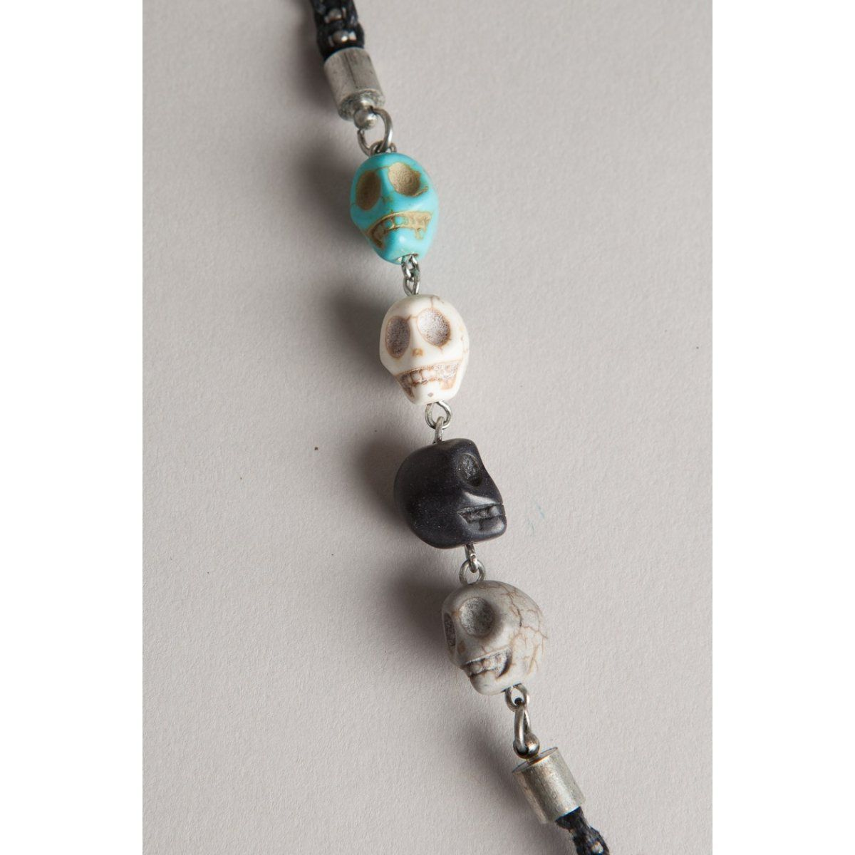 Collier woman skulls, Bonobo