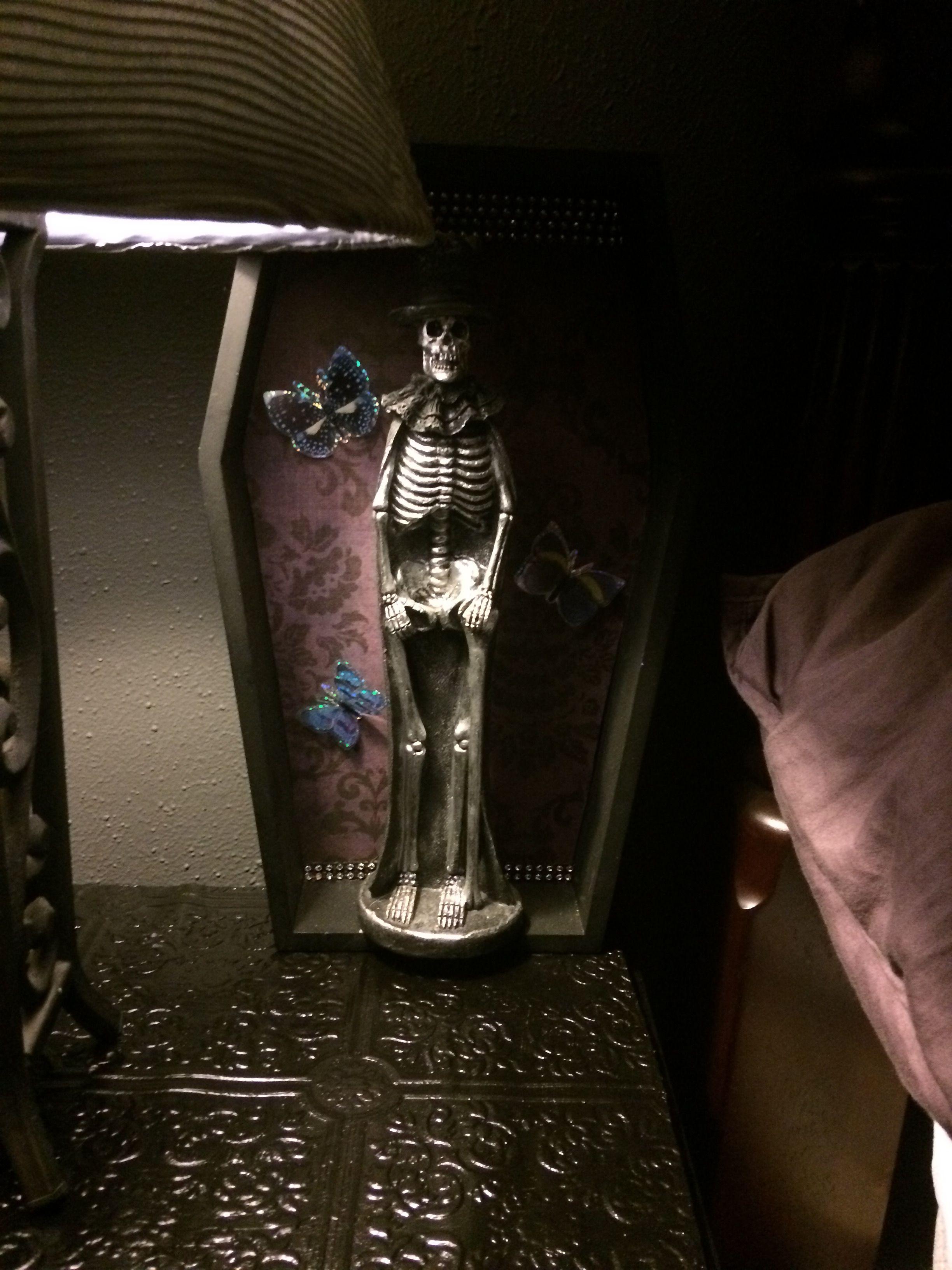Skull coffin man figurine. Coffin, Skull, Figurines