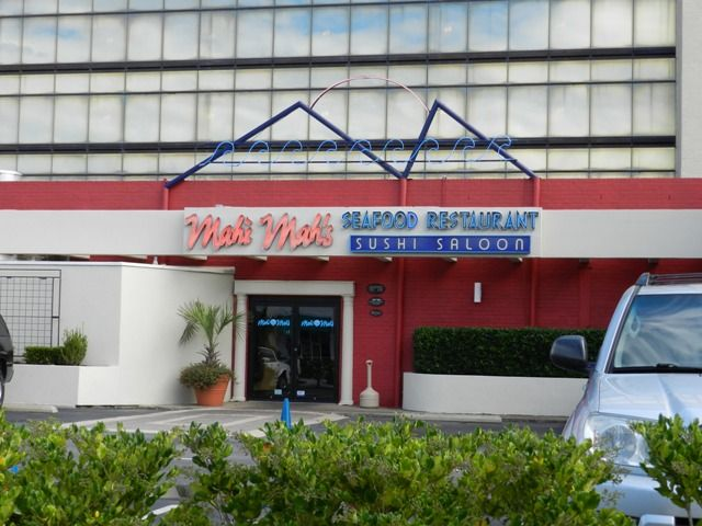 Mahi Mah S Seafood Restaurant Sushi Saloon Great Menu With A Lively Oceanfront Atmosphere Oo0h The Scallops Down At Beach Of Course Virginia