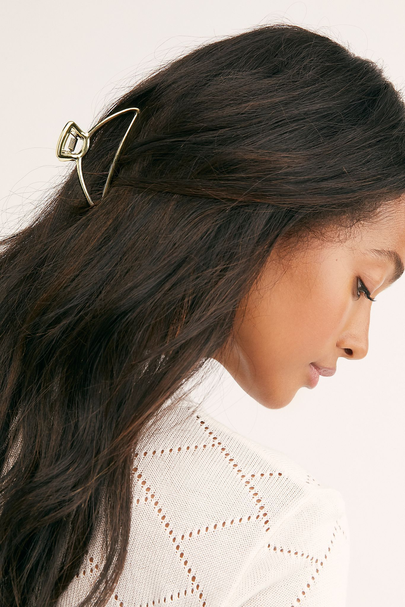 Simple Metal Claw in 2020   Claw hair clips, Metallic hair ...