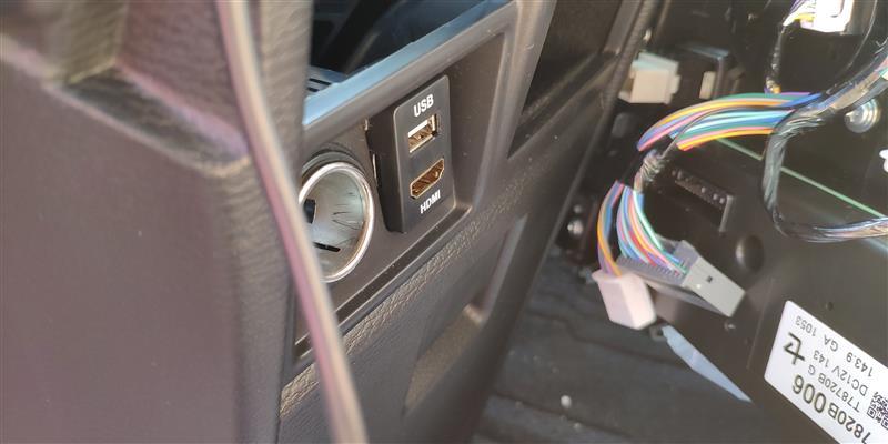 三菱 デリカd 5 Usbポートをトヨタ A Usb通信ポート付きに交換3 デリカ デッドニング フロントドア