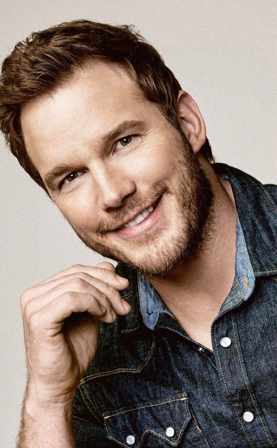 950x1534 Smile Actor Jeans Shirt Chris Pratt Wallpaper
