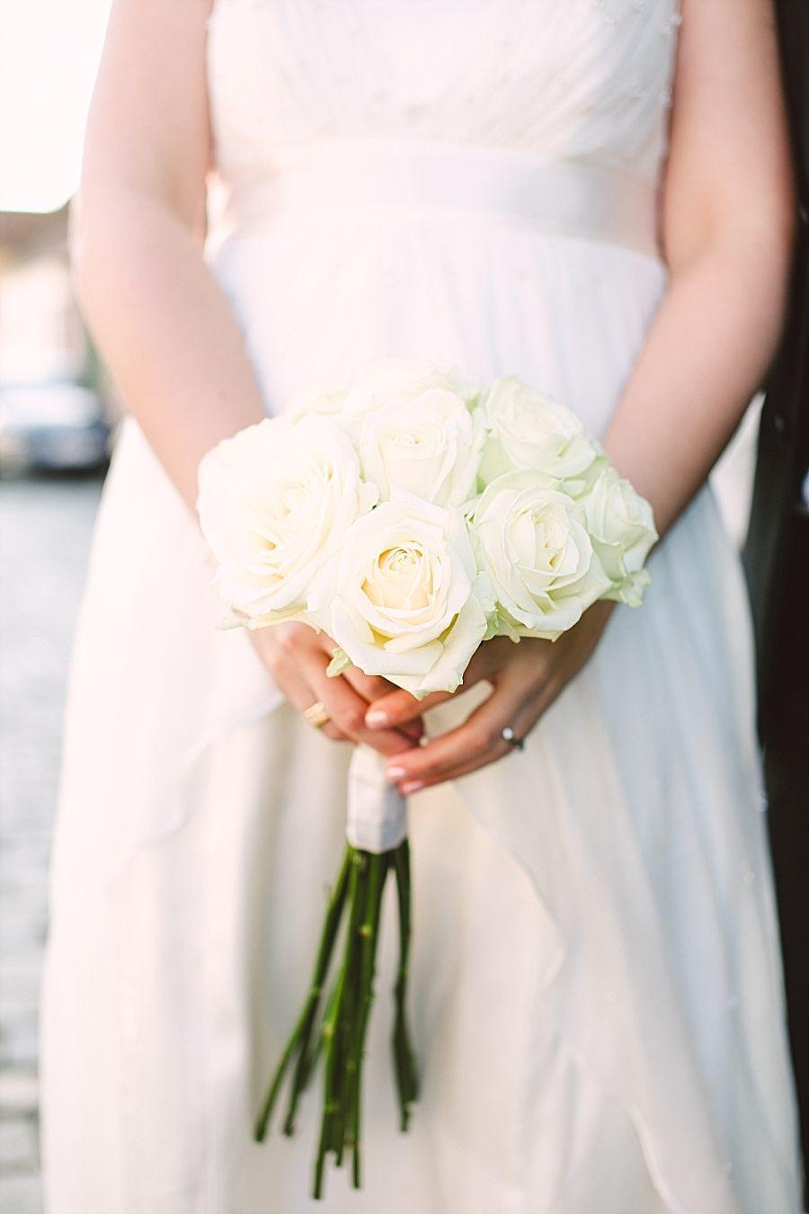 simple long-stemmed bouquet of white roses | Wedding festiveness ...