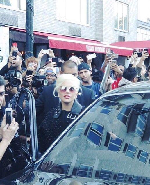 Gaga on her way to Jimmy Fallon