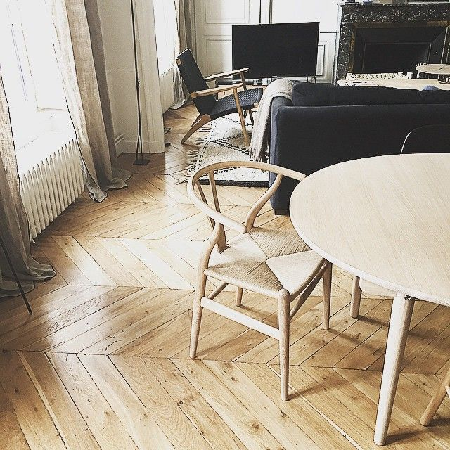 AT HOME IN LYON. Show us how Carl Hansen & Søn furniture
