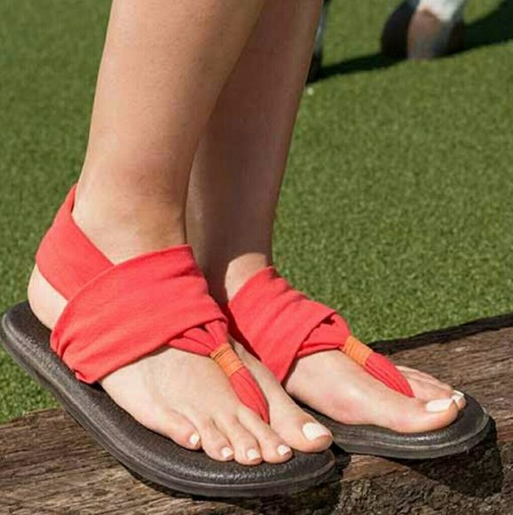 Sanuk Yoga Sling coral sandals 6 NEW Brand new with tags NO box Thong toe - Sling back strap - Printed detail - Slip-on - Foam footbed made out of real yoga mats - Imported NO TRADES Sanuk Shoes Sandals