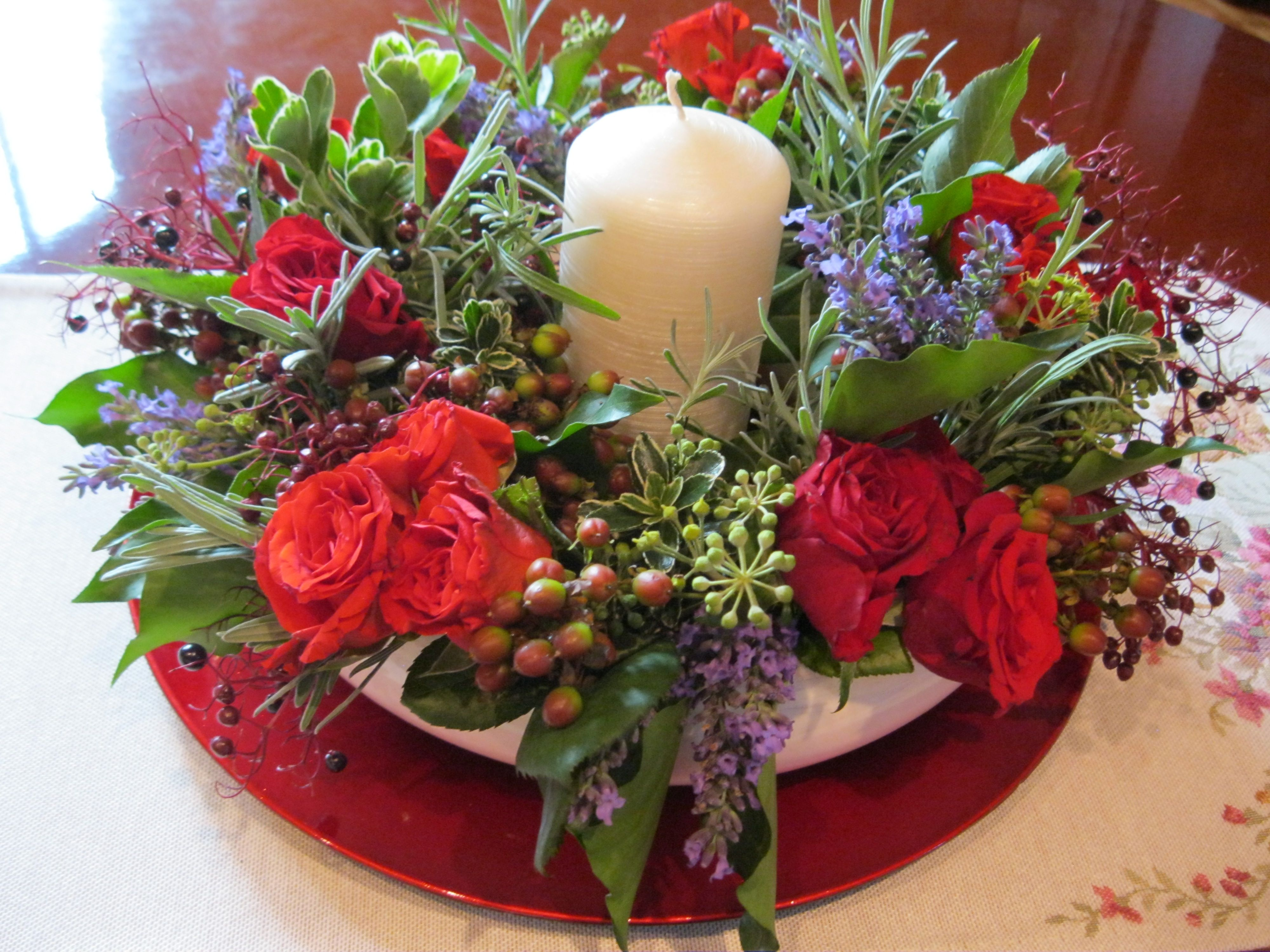 Letni wieniec - róże, lawenda, zieleń z ogrodu