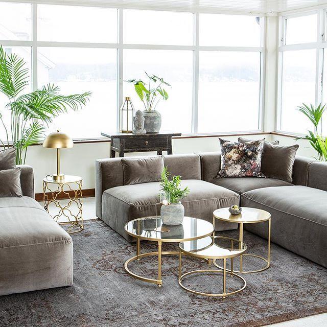 Luna lounge sofa er en sofistikert og elegant serie som består av 6 ulike  moduler med