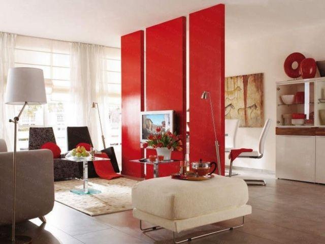 raumtrennwand-rot-hochglanz-wohnzimmer-gestaltung-inspirationen - bilder wohnzimmer rot