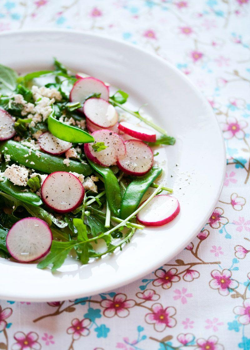 Moestuinsalade met de eerste peultjes (Vegetable Salad with the first snow peas) | eten uit de volkstuin
