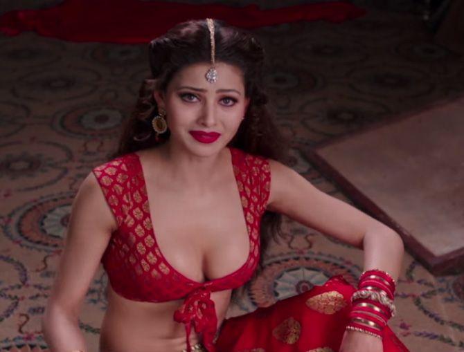 Urvashi Hot Images Great Grand Masti Impresionismo