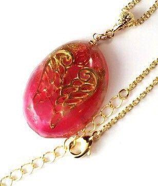 3300円から2500円sale中!✿作品の特徴✿人気の自由の翼シリーズ 水晶ポイント、高品質アクアマリンさざれの水色、ピンク色で染まった可愛らしいオルゴナイトペンダントです。メッキゴールド色のチェーンが付きます。アクアマリンはやさしい波動でコミュニケーション、調和をサポートする石と呼ばれています。恋愛や結婚のお守りに・・・❀翼モチーフは身に着ける人の飛躍を助けると言われています。❀仕様3月の誕生石高品質アクアマリンさざれ、銅線巻水晶ポイント、銅コイル金属パーツ、メタル翼、レジン〇サイズ〇縦3.4センチ×横2.6センチチェーンの長さ 約50㎝アジャスター5㎝付き。❀オルゴナイトとは? 効果❀・・・・・・・・・・・・・・・・・・・・・・・…