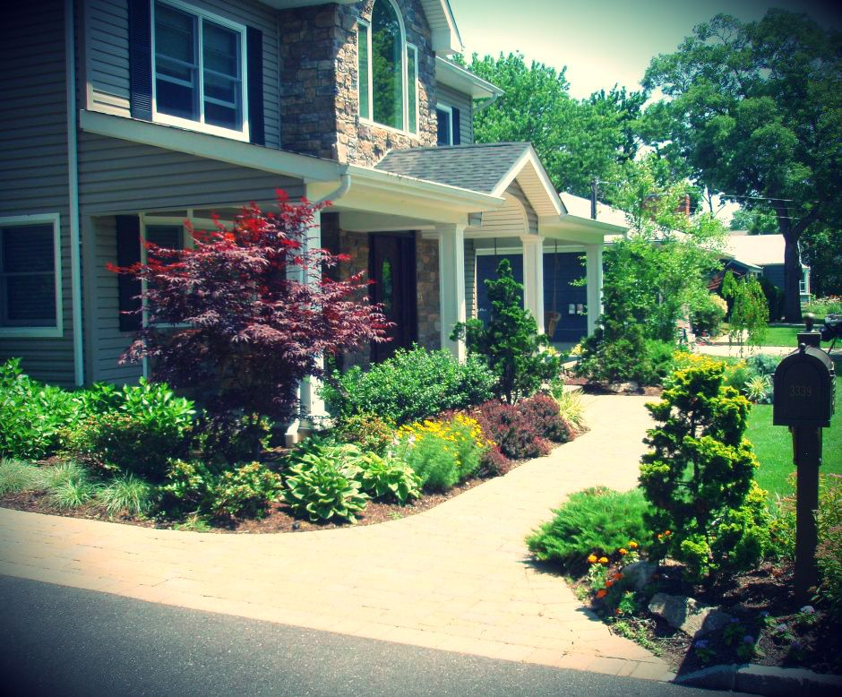 Landscaping front walkways landscape design front for Walkway landscaping