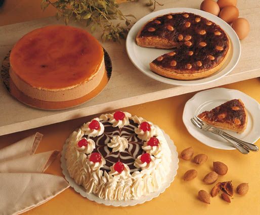 'Gijón Goloso' nos ayudará a descubrir la ciudad mientras saboreamos algunas de sus tartas más famosas como la charlota o la tarta gijonesa. La primera fue una recreación los años cuarenta. La segunda, mucho más próxima, de finales de los ochenta.