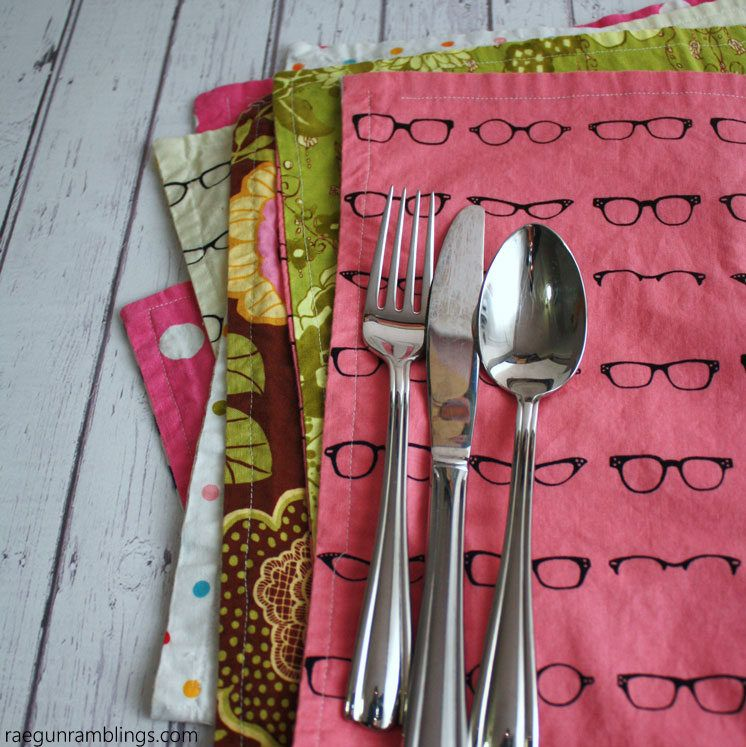 This 15 Minute Reversible Placemats Tutorial Is So Easy My
