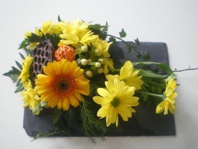 composition florale jaune sur assiette cr ation art floral de babiche n 42 044 vue 4 444 fois. Black Bedroom Furniture Sets. Home Design Ideas