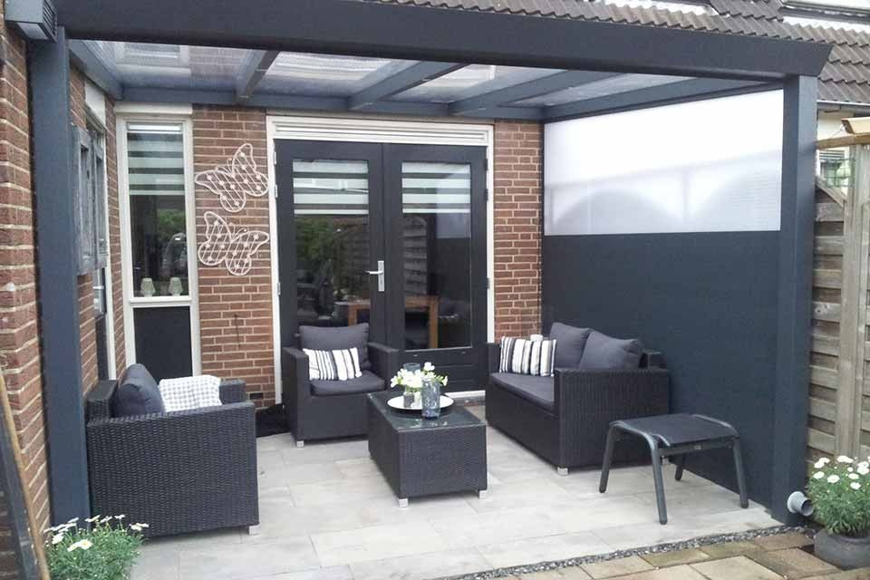 Veranda terrasoverkapping overkapping serre fonteyn zwarte zwart black patio roof - Transparante baai veranda ...