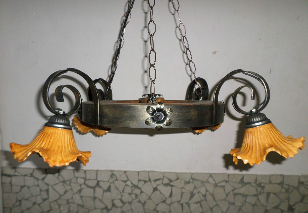 Lampadario Rustico In Ferro Battuto : Lampadario rustico ruota in ferro battuto legno cucina muratura