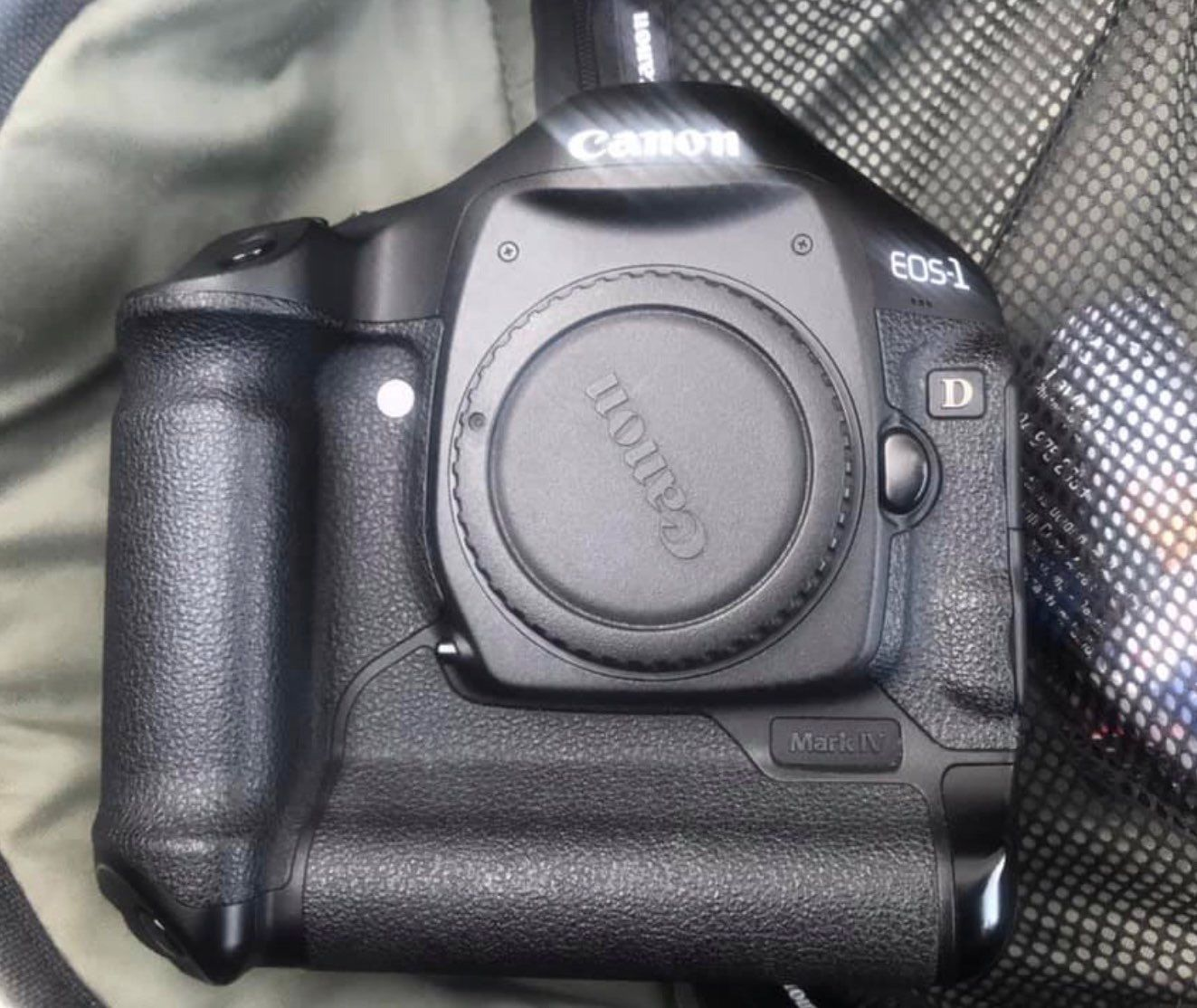 Canon 1d Mark Iv Body Only Less Than 20k Shutter Count Great Condition Used As Second Camera Please Ask For More P Fujifilm Instax Mini Camera Camera Bag