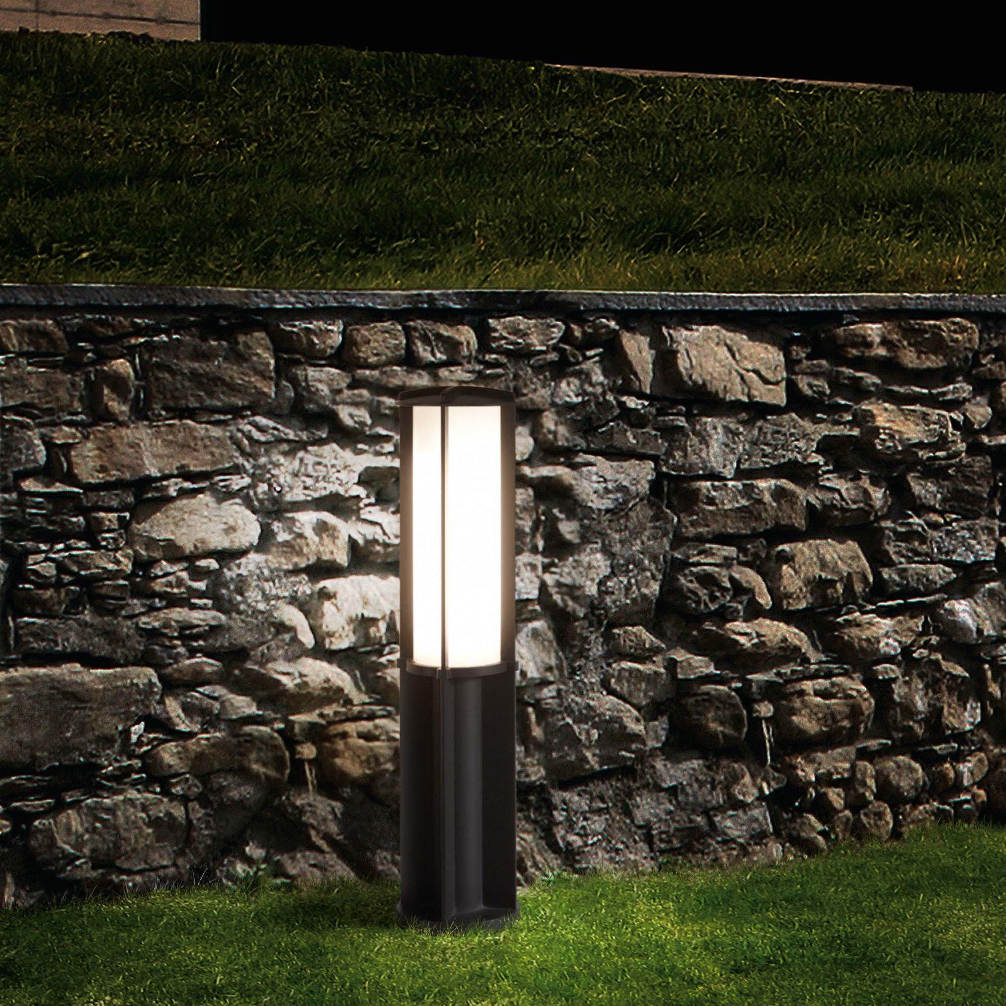 le designer manel llusca r alise pour la maison d 39 dition espagnole faro une borne d 39 ext rieur. Black Bedroom Furniture Sets. Home Design Ideas