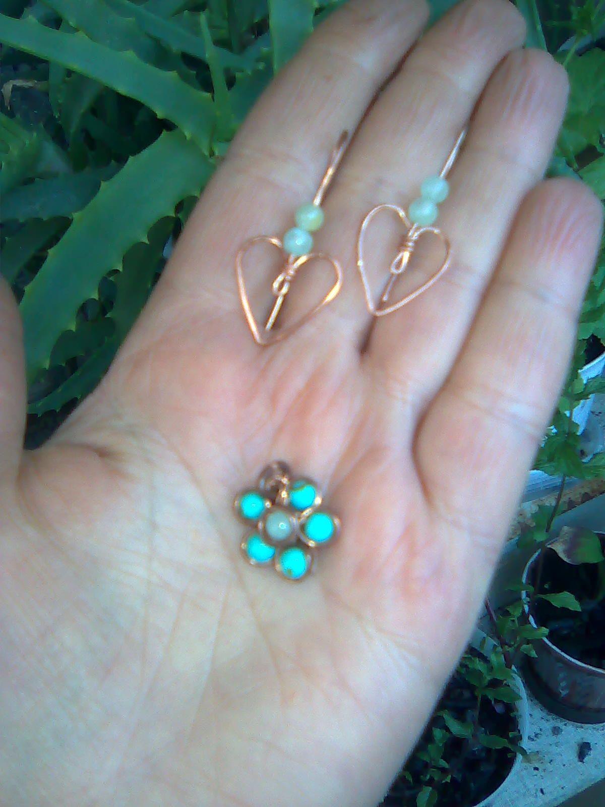 медалик квітка і кульчики сердечка