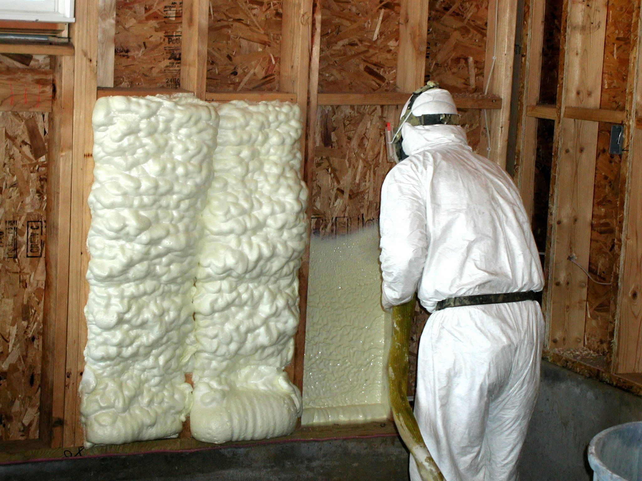 How to Insulate and Ventilate Knee Wall Attics Spray