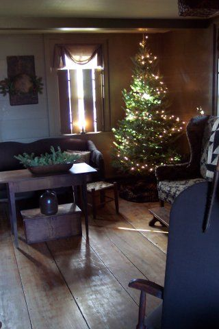 There is something so warm and wonderful about Early American Christmas decorations.  Home to me.