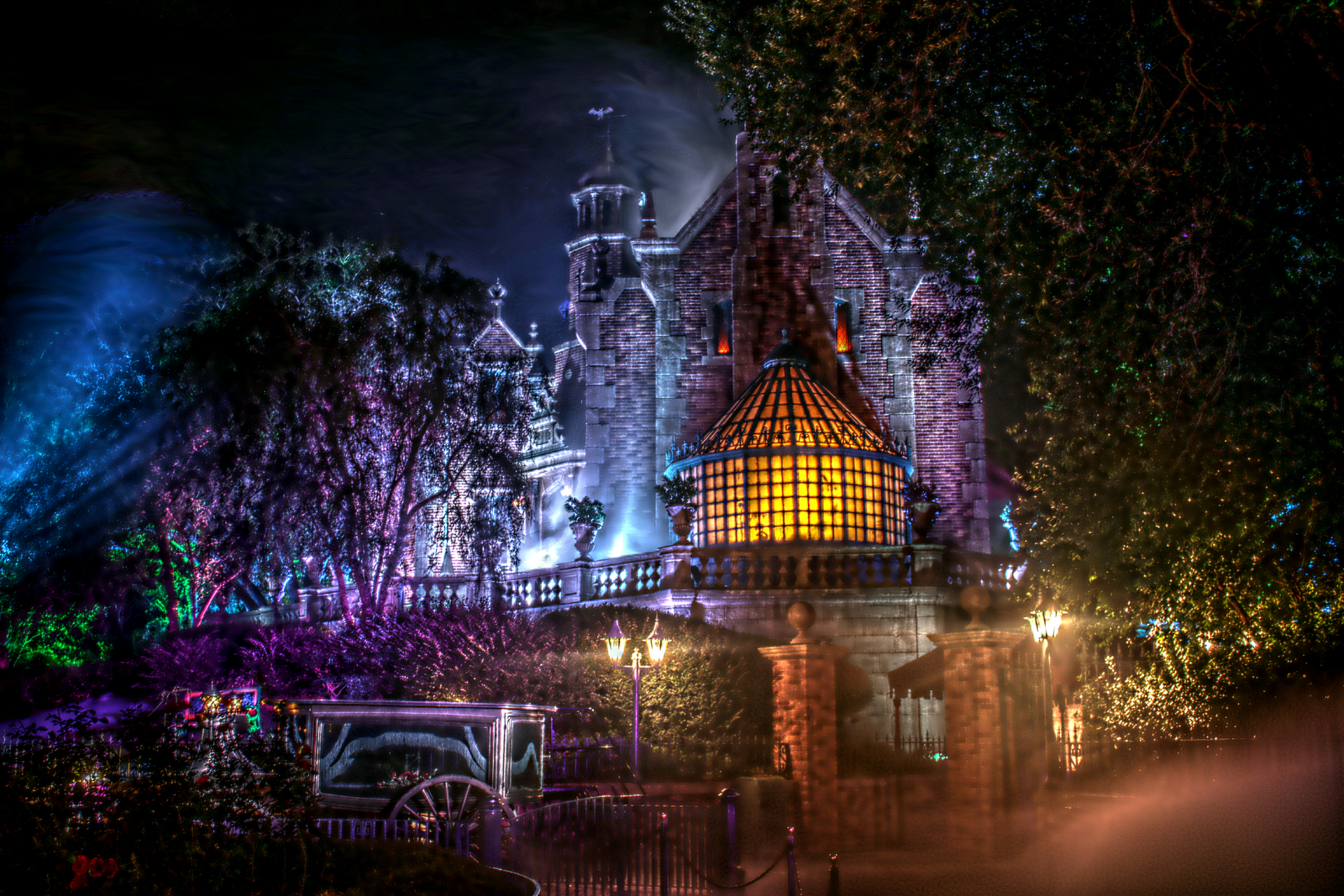 We Are Rockstars In Wallpaper World Find And Bookmark Your Favorite Wallpapers Haunted Mansion Disney World Disney Haunted Mansion Haunted Mansion Disneyland