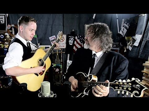 VIDEO: Billy Strings & Don Julin 'Little Maggie' | For The Country Record