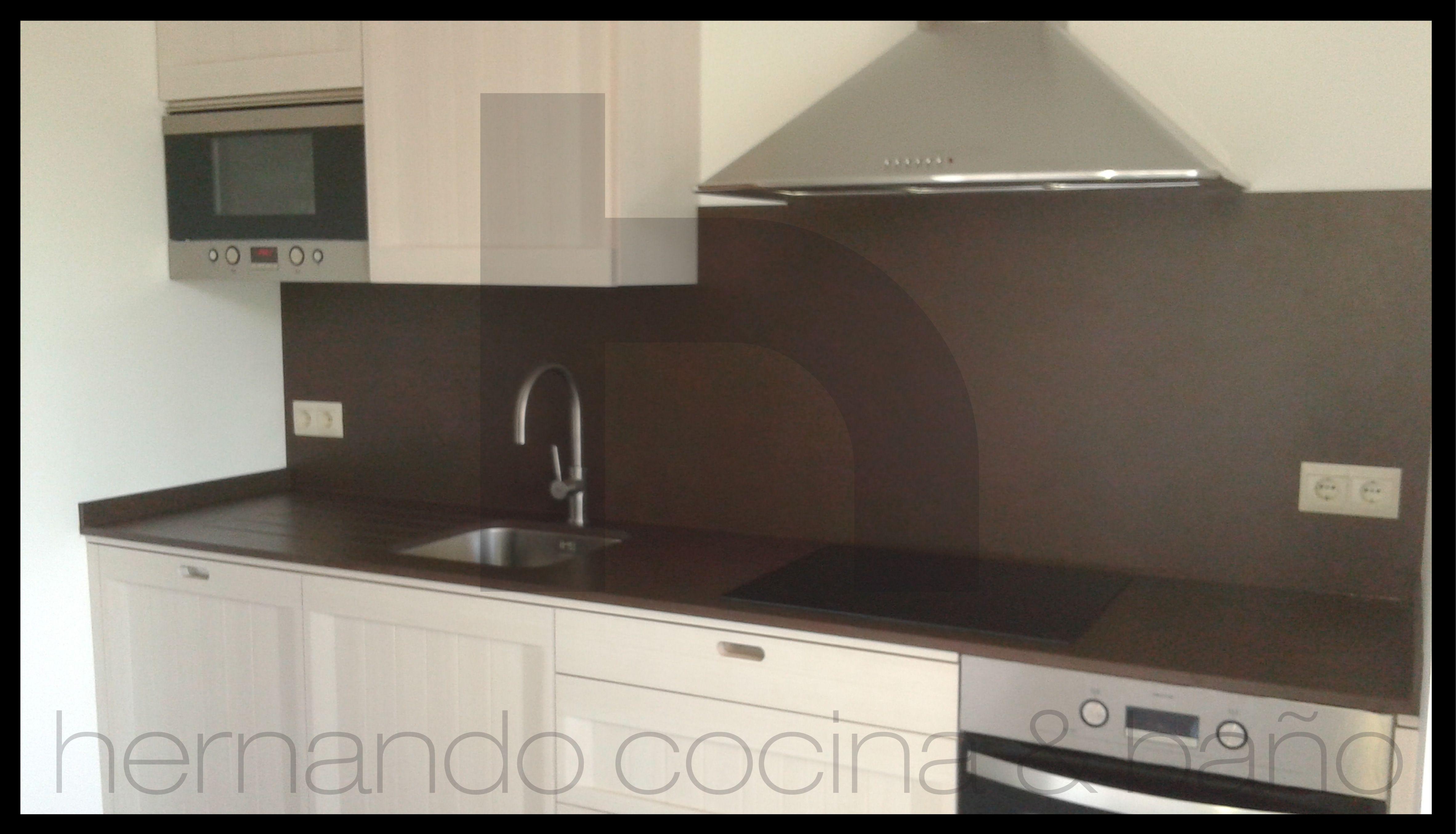 Cocina modelo Arkadia de DICA, en madera natural con acabado blanco ...